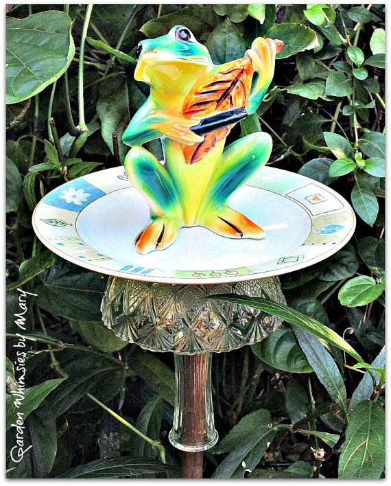 1000 images about garden art from old dishes on pinterest for Garden art from old dishes