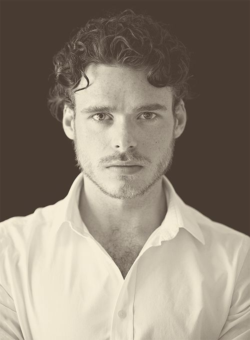 lordsnowofwinterfell:  » richard madden    >>god he's amazing to look at.