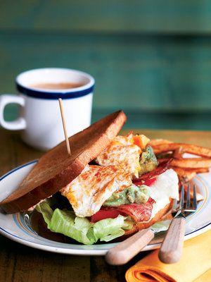 目玉焼きとワカモレでリッチな味わいに!|『ELLE a table』はおしゃれで簡単なレシピが満載!