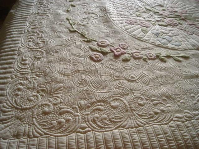 Stunning quilting by TraceyB . I stand in awe of this quilt!!!!