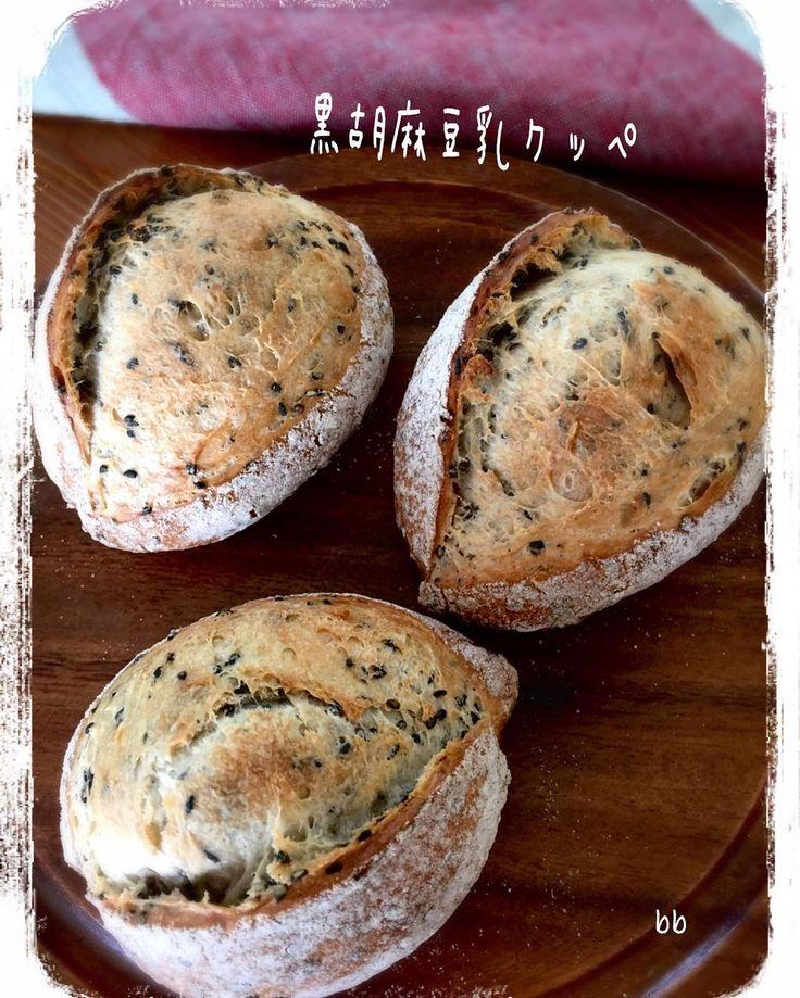 いよいよ引退間近のビストロサマで黒胡麻豆乳クッペを焼きました現役続行 いやいや新しいオーブンをポチりたいと思います   あまた石窯です旧機種の予定です   旧ビストロ復活すればいいのに    #bread #baking #food #instafood #yummy  #homemade #instagood #instabread  #クッペ #自家製酵母 #ホップ種 #黒胡麻豆乳クッペ #おうちパン #手作りパン #パン教室 by broad_beans_saeko