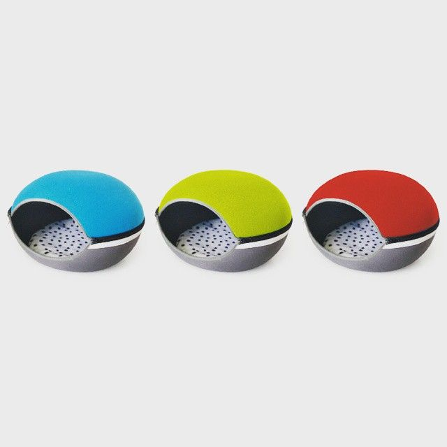 IBIYAYA Little Arena  ☛Introducing IBIYAYA Pet Bed- Little Arena  Space saving for the transportation with Eco-friendly design when folds up.  Vivid color with the cute egg shape like an incubator makes pet feel so secure in their own space.