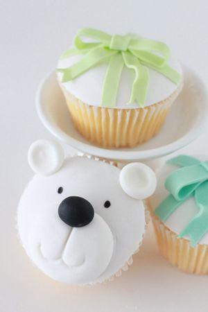 Polar Bear and Christmas Present Cupcake Tutorial