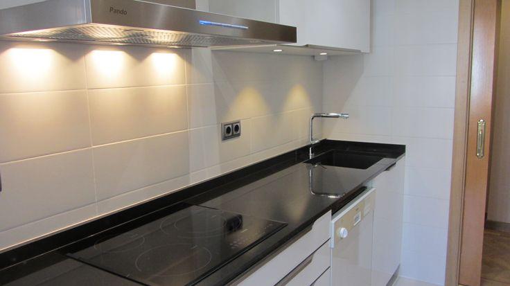 Alicatado de cocina en color blanco mate de 20x50cm