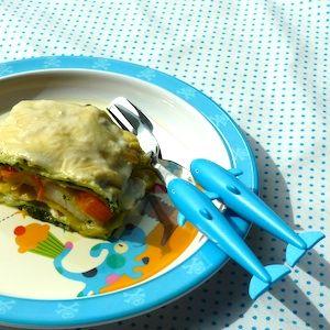 Lekkere lasagne met vis en kindvriendelijke groenten! Lekker recept voor kinderen. http://dekinderkookshop.nl/recipe-items/vislasagne-met-spinazie-en-wortel/