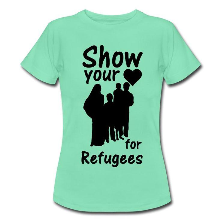 Show your Heart for Refugees. Shirts und Geschenke für alle, die ein großes Herz für Flüchtlinge haben. #heart #refugees #herz #flüchtlinge #nachrichten #syrien #helfen #nächstenliebe #hilfe #refugeeswelcome #sprüche #shirts #geschenke