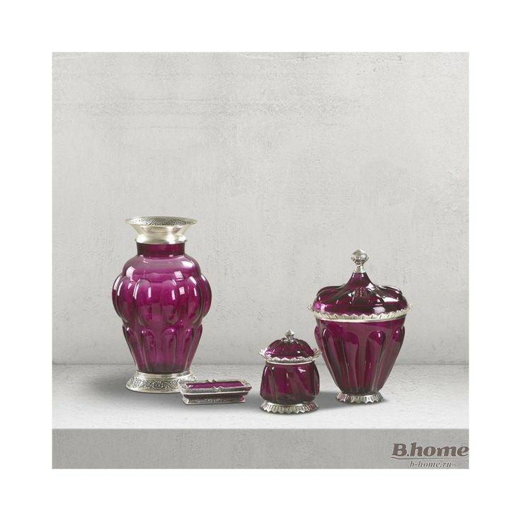 Набор из четырех ваз DIALMA BROWN тонированного пурпурного стекла с металлической отделкой  Длина 24 см Глубина 24 см Высота 34 см Объем 0,057 м3 Вес  3 кг Артикул:  BH1121