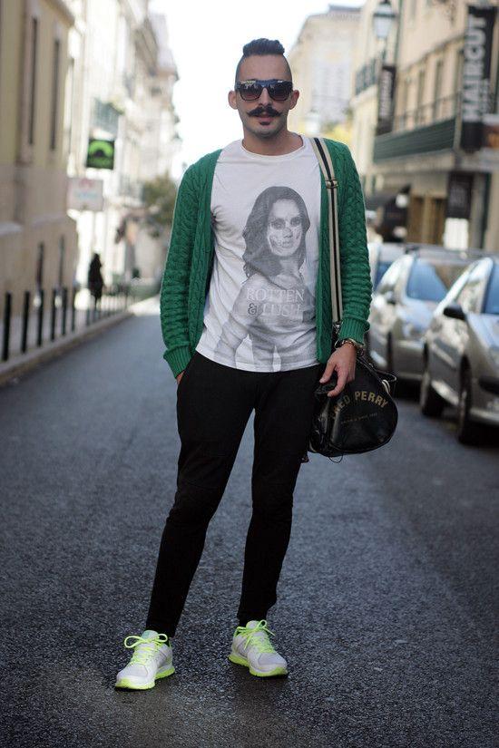 """Júlio Fonseca, 25: """"O bigode é uma característica muito marcante. Sinto o olhar das pessoas, principalmente das crianças."""""""