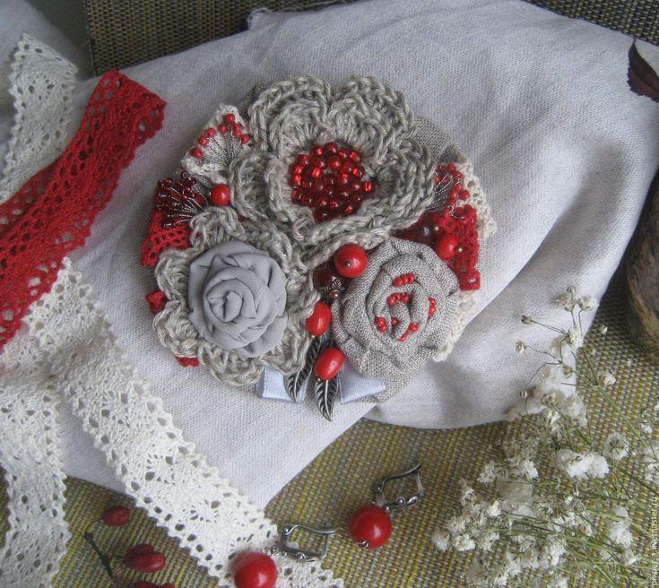 """Купить Текстильно -вязаная льняная брошь """" Северные ягоды"""" - серый, красный, брусничный, коралловый"""