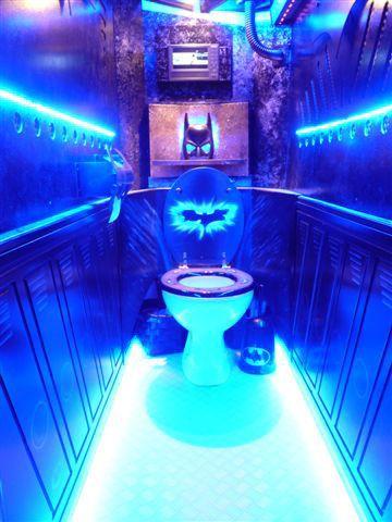 Ce sont les fans de Batman qui vont être contents ! #battoilettes #toilettesinsolites #planetebain