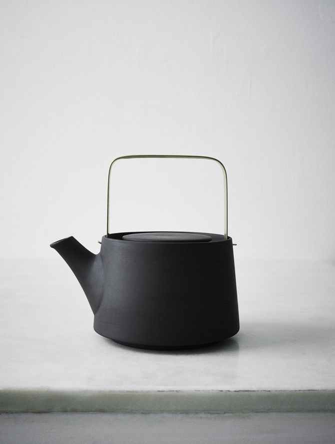 Demand Design — whatdyoucallit: Anna Lerinder Black Teapot