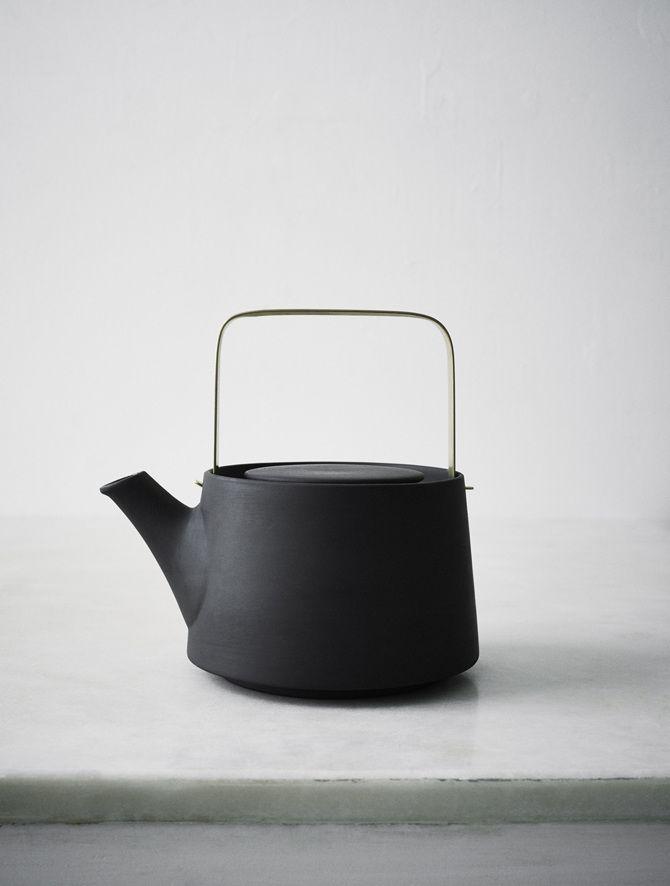Anna Lerinder | Black Teapot