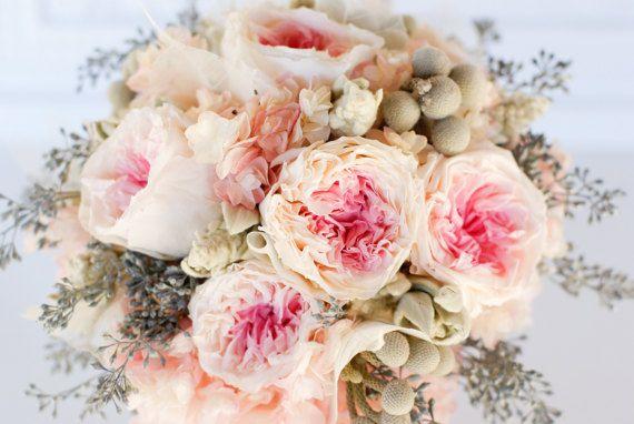 Blush rosa y ramo de novia gris, preservado jardín rosas, hortensias, flores secas, bolas de brunia, sembradas de eucalipto, damas de honor,