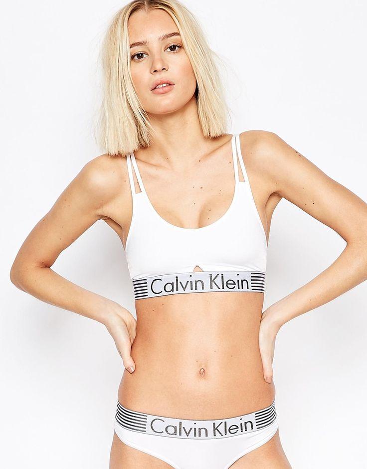 Sujetador tipo top Iron Strength de Calvin Klein 40,99 €