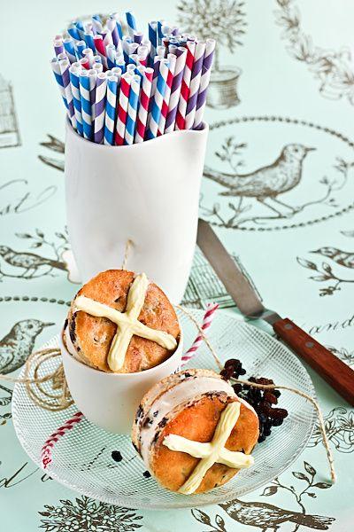 Hot cross bun ice cream sandwiches?! Insanely great Easter dessert idea