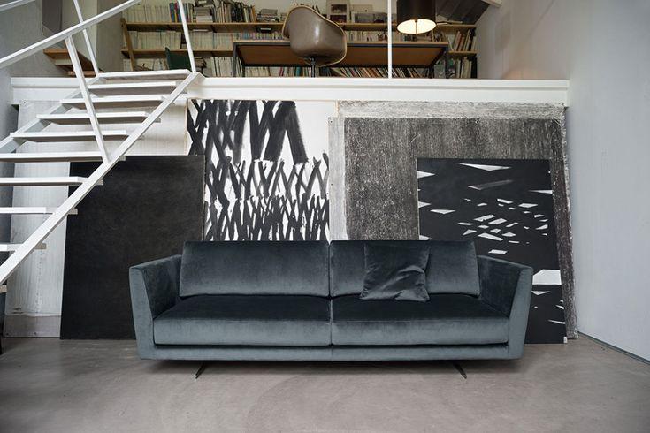 Oltre 20 migliori idee su divano di velluto su pinterest - Divano velluto blu ...
