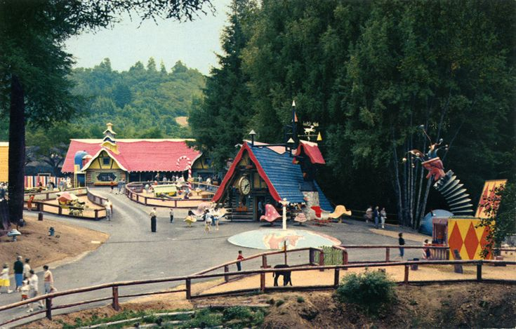 Remembering Lost & Forgotten Roadside Tourist Attractions & Amusement Parks On…