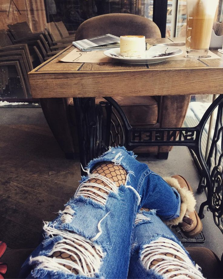 UGG, Koton Ripped Jeans, Fishnet tights