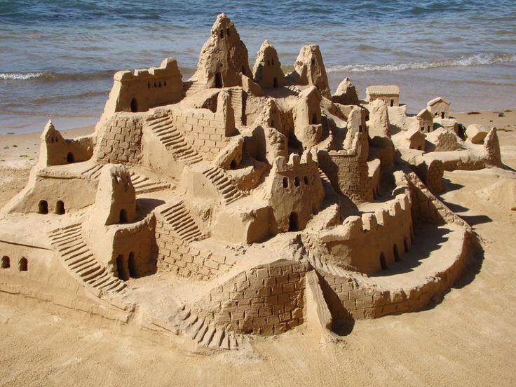 zandkastelen maken op het strand!