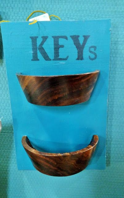 Red Tin Inn  Key organization..up cycle....new uses for wooden salad bowls...Silhouette stencils...