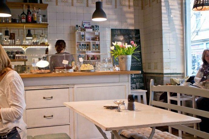 Auf munichinside findet ihr tolle Insidertips rund um München, wie beispielsweise das Hollabusch, ein süßes Café im Shabby Chic für alle Tatort-Fans.