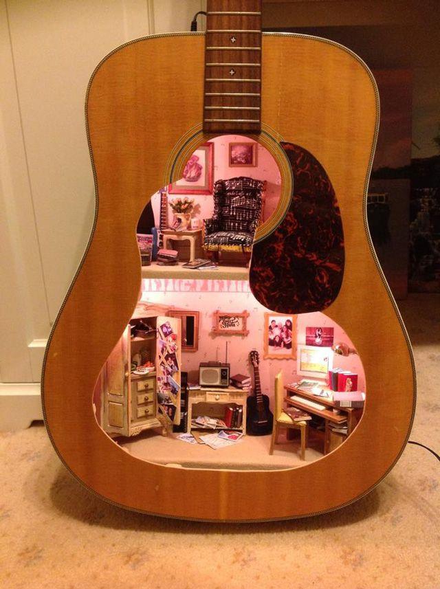 Casita en una guitarra
