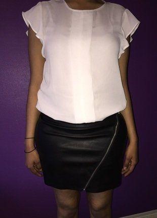 À vendre sur #vintedfrance ! http://www.vinted.fr/mode-femmes/jupes-plissees/33041327-jolie-mini-jupe-simili-cuir-noir