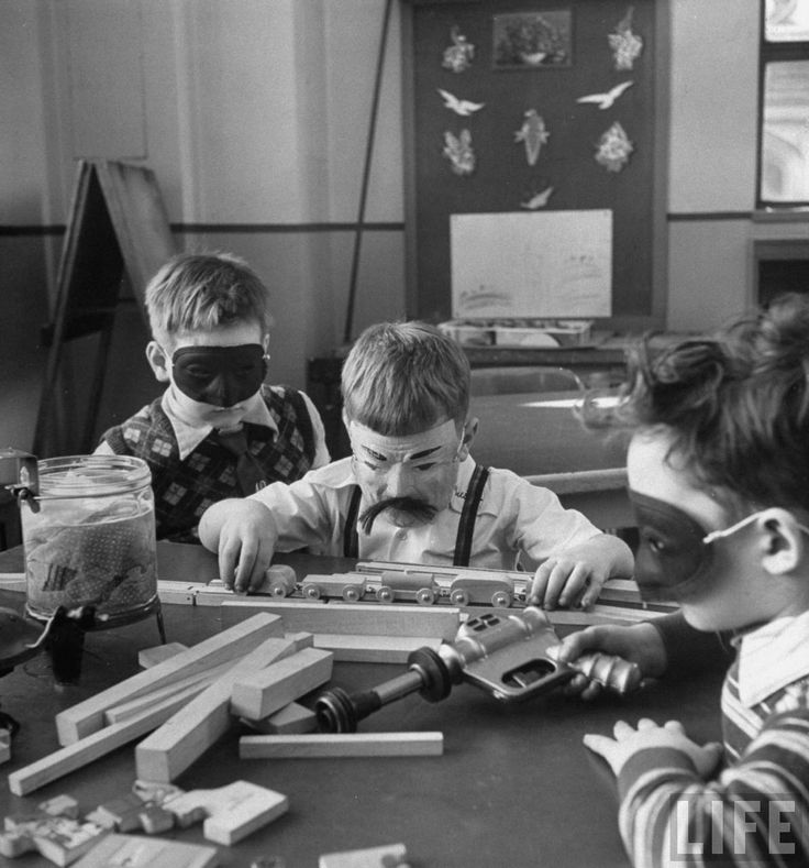 Outlaws School for gifted children at Hunter College, New York 1948 Photo: Nina Leen for LIFE http://ift.tt/2uuM8RW