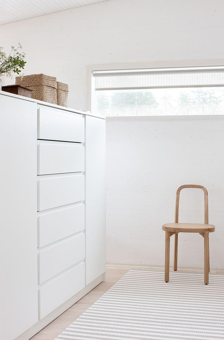 Woodnotes Stripe paper yarn carpet col. stone-white. #dressingroom #walkincloset #pukeutumishuone #interordesign #homedecor