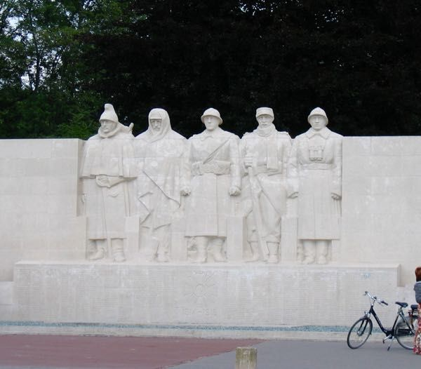 This post is about Verdun, France and a bit of little-known history about fraternization amongst the French, German and Scottish soldiers during WW1. http://www.francetraveltips.com/verdun-unofficial-christmas-truce-wwi/