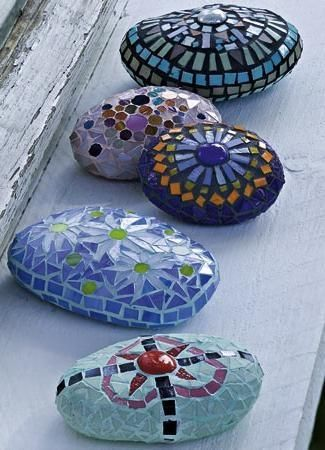 Mosaic Garden Stones----I want to learn how to make these!!