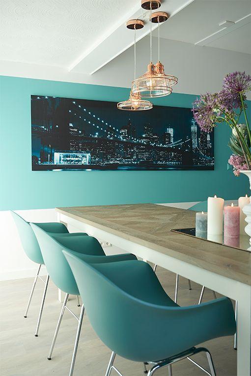 Kuipstoel Ta voegt kleur en Scandinavische stijl toe aan je eetkamer // Goossens wonen & slapen (RTL woonmagazine) @ Villa ArenA