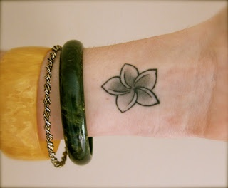 I really, really like this plumeria tattoo.  It is simple and gorgeous.!!