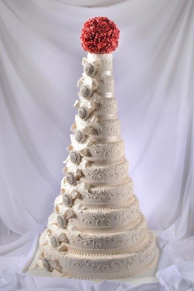 10 tier wedding cake ideas 10 tier brooch wedding cake captivating cakes 10015