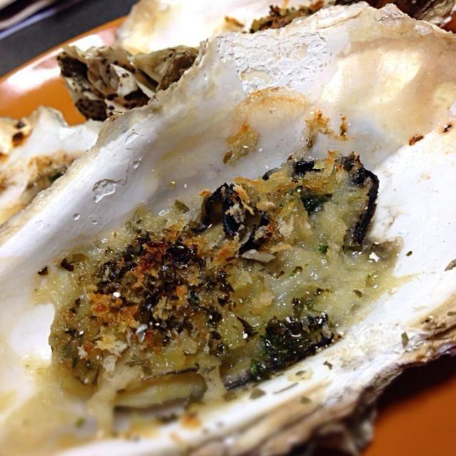 殻付きの牡蠣が一つ100円という安さだったので、香草焼きに!!身は小さかったけれど味は香ばしくて美味かった( ›◡ु‹ )!! - 5件のもぐもぐ - 牡蠣の香草焼き by あいり