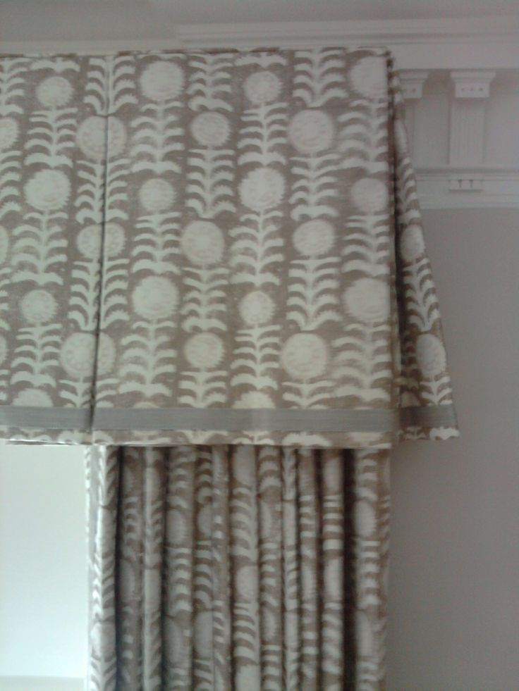Inverted Pleat valance with typical return and pretty hem detail which is also a great way to disguise for the shadow of the hem.