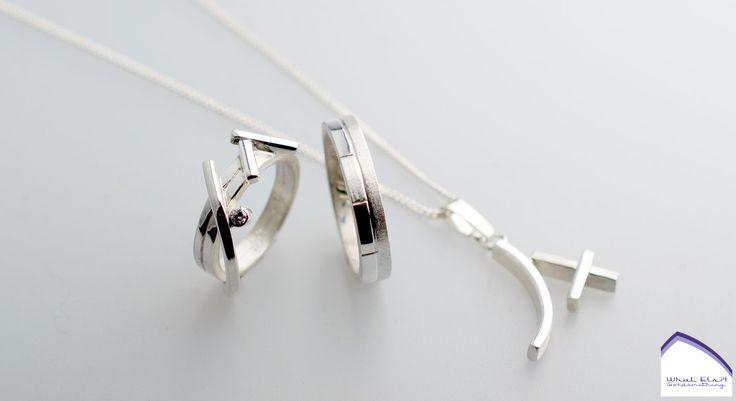 Zilveren trouwringen met diamant. Een bestaande ring veranderen voor haar, een nieuwe ring maken voor hem en als verrassing nog een hanger voor haar erbij.