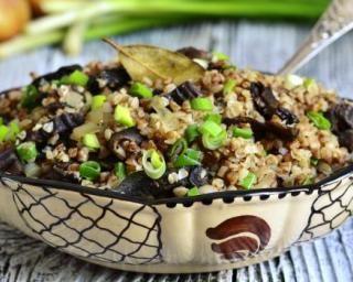 Quinoa aux champignons noirs et ciboule (pour régime modifier la cuisson et utiliser du bouillon maison)