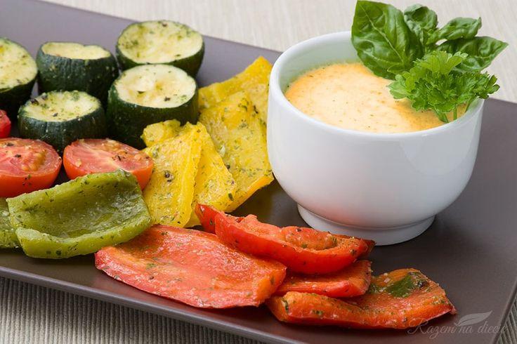 Poniższy sos możecie wykorzystać, do czego tylko chcecie – do zapiekanek, warzywnych makaronów i innych przepisów z diety warzywno-owocowej. Jest szybki...