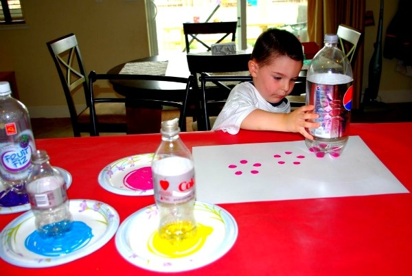 Soda bottle flower stamping art project idea #craft #art