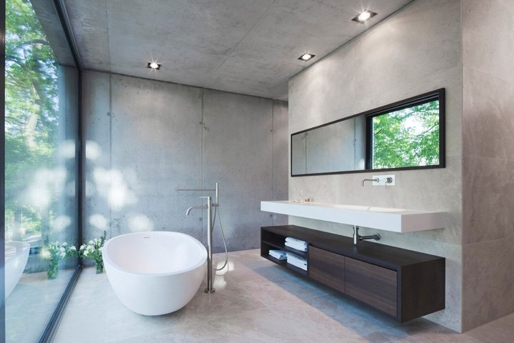 Enjoy the view while you're in the bathroom. \\ #minimalist #bathroom #grey \\ Haus O by: Peter Ruge Architekten \ Potsdam-Mittelmark, Germany