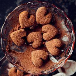 Trufle czekoladowe - PrzepisChocolat Desserts, Heart Truffles, Chocolates Truffles, Sweets, Chocoholic, Food, Ana Rosa, Chocolates Heart, Chocolate Truffles