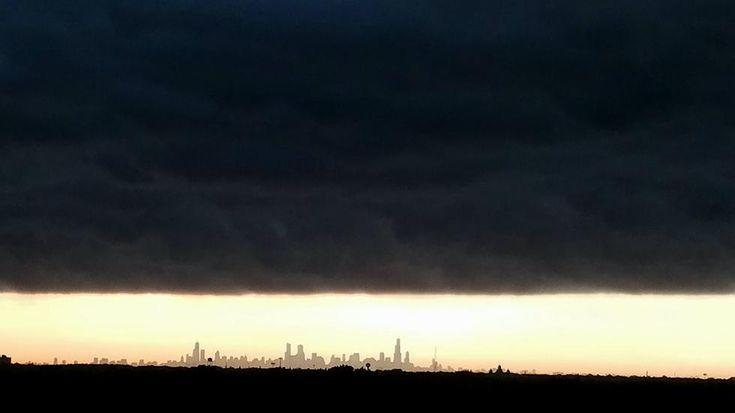 Massive Shelf Cloud Turns Chicago Into Gotham   Weather Underground