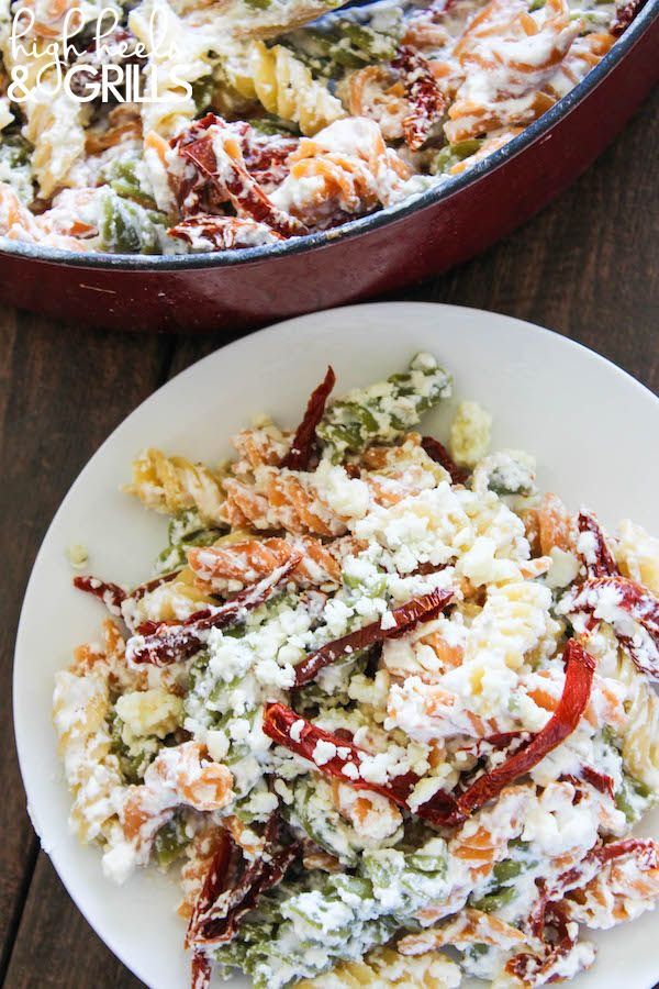 Skinny Gorgonzola Pasta with Sundried Tomatoes - This is an awesome, lightened up dinner recipe! #RonzoniSummer http://www.highheelsandgrills.com/skinny-gorgonzola-pasta-with-sundried-tomatoes/