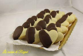 Biscotti al burro, facili e veloci da realizzare sono un capolavoro di dessert, si sciolgono letteralmente in bocca, friabili e golosi