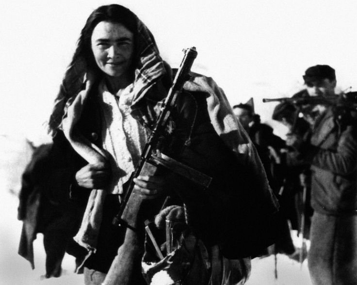 """""""Amapolas"""" de la patrulla Blanca, combatientes opositores a los regímenes fascistas en Italia desde 1927. Su campo de batalla se encontraba en los picos nevados de la frontera franco-italiana. Paso de San Bernardo, Italia, 4 de enero de 1945."""