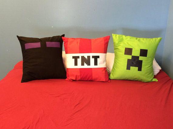 Minecraft pillows por NellieandThread en Etsy