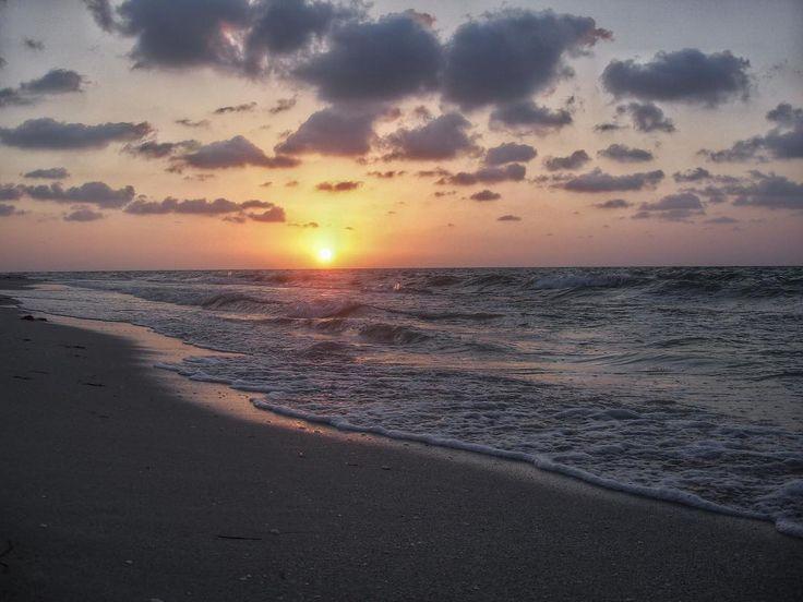 Sunset #sunset #sun #TFLers #orange #pink #sky #skyporn #cloudporn #nature #clouds #horizon #photooftheday #instagood #warm #view #instasky #beach #water #ocean #sand #reflection #waterfoam #seashore #waves #wave #igyucatan #allmexico365 #chelem #yucatan #travel