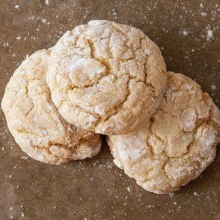 French Vanilla Crinkle Cookies: Turn your favorite cake mix into layers of lusciousness with these cake mix crinkle cookies–we used French Vanilla.