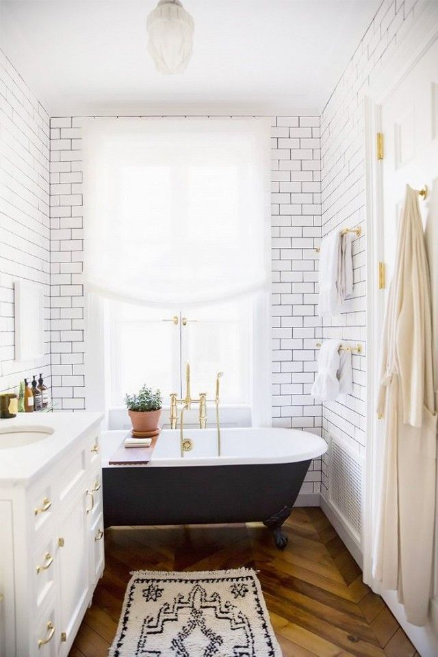 If clawfoot tubs are trending on the 'gramthese days, it's partially thanks to this picture-perfect bathroom in Ali Cayne's West Village townhouse. The owner of Haven's Kitchen is an...
